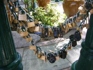 0911 locks on chain and gate