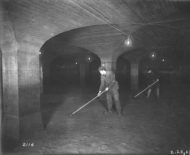 Manual Cleaning of Belmont Slow Sand Filter Beds, 1905; phillyh2o.org