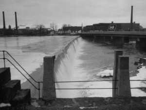 Water flowing over a power dam on the Merrimack River